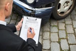 Auto beschädigt - Versicherungsgutachter