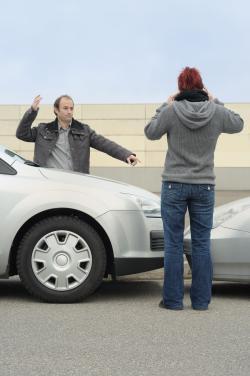 Streit nach einem Verkehrsunfall